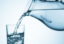 Сколько воды нужно пить летом: развенчиваем мифы о питьевом режиме