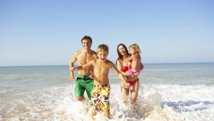 Названы самые популярные курорты России для отдыха с детьми в высокий сезон