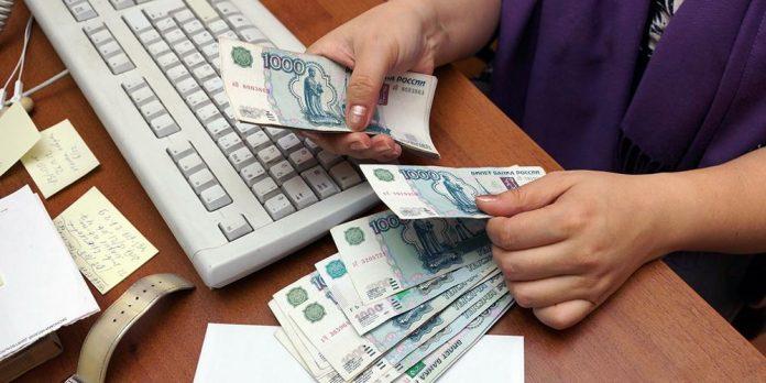 Названа причина падения доходов россиян