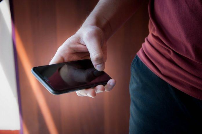 В России начали продавать телефон с защитой от прослушки и взлома