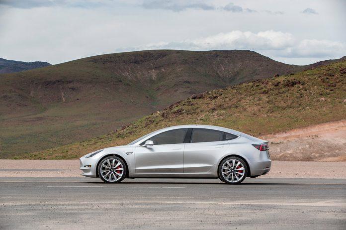 Новые обновления Tesla сделают Model 3 неугоняемой